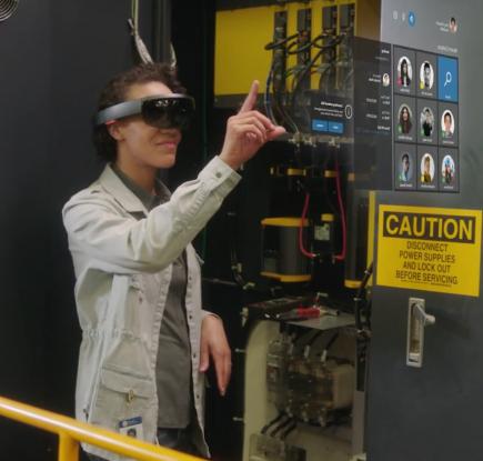 Microsoft Dynamics 向けの AI と Mixed Reality (複合現実) の新たなビジネス アプリを発表